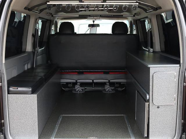 マットを外せば積載スペースも! | トヨタ レジアスエース 2.7 スーパーGL ワイド ミドルルーフ ロングボディ 4WD 8ナンバー
