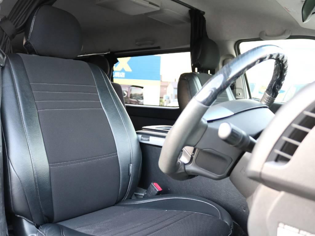 運転席と助手席はハーフレザー調のシートカバーが装着済み!!