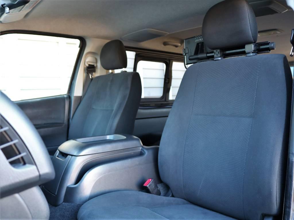 車中泊にもオススメのベットカスタムされた4型となります!