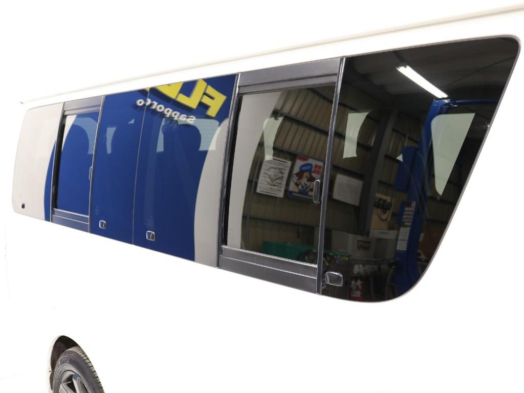 小窓付き車両となります!