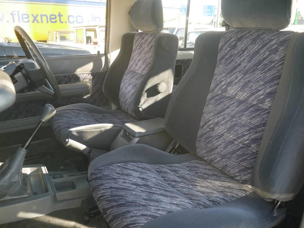 純正のシートはへたりは無く座り心地も良いですよ! | トヨタ ランドクルーザープラド 3.0 SXワイド ディーゼルターボ 4WD 5MTのショートボディー