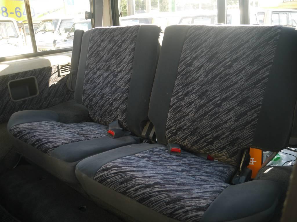 2ndシートは折り畳みも可能です! | トヨタ ランドクルーザープラド 3.0 SXワイド ディーゼルターボ 4WD 5MTのショートボディー