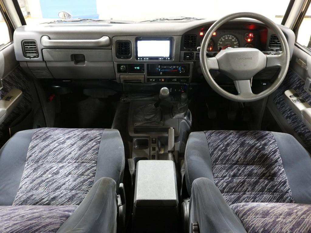 内装はとってもシンプルです!使い勝手も良くて運転が楽しくなりますね!