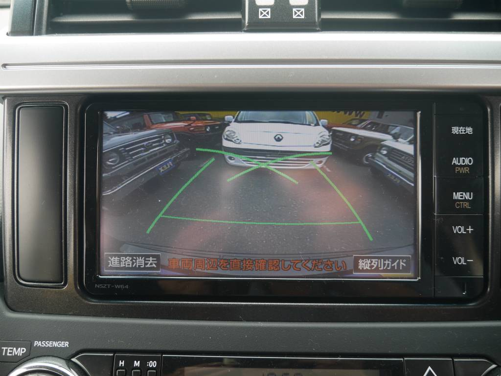 バックカメラも装備しておりますので、車庫入れも安心ですね! | トヨタ ランドクルーザープラド 2.8 TX ディーゼルターボ 4WD
