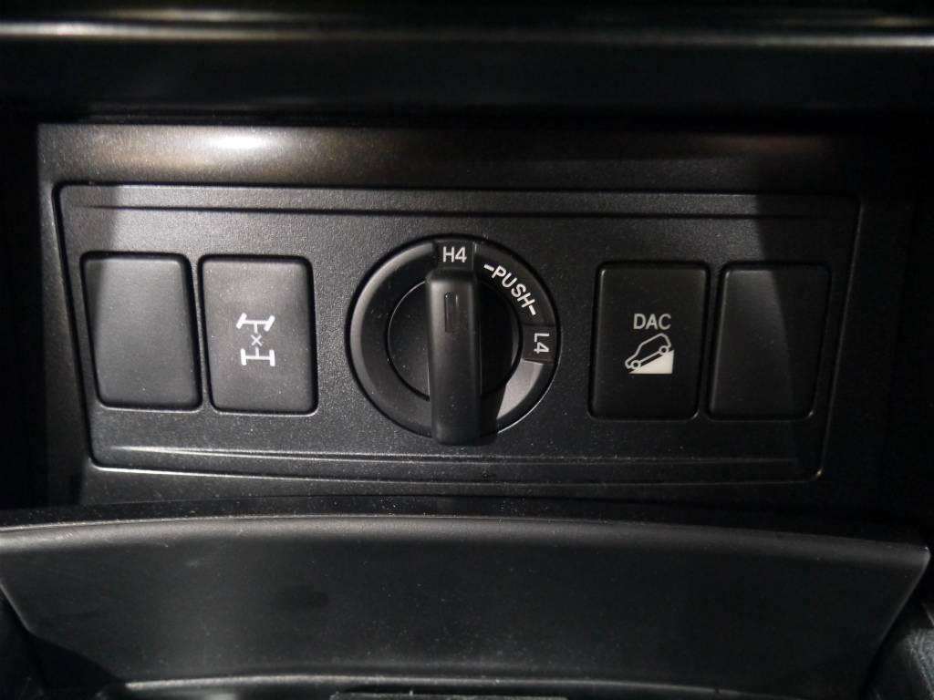 2駆、4駆の切り替えも楽々♪ | トヨタ ランドクルーザープラド 2.8 TX ディーゼルターボ 4WD