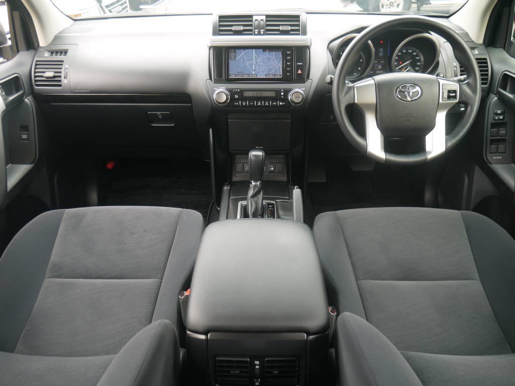 内装はとっても広く、ファミリーカーとしても大活躍してくれますよ! | トヨタ ランドクルーザープラド 2.8 TX ディーゼルターボ 4WD