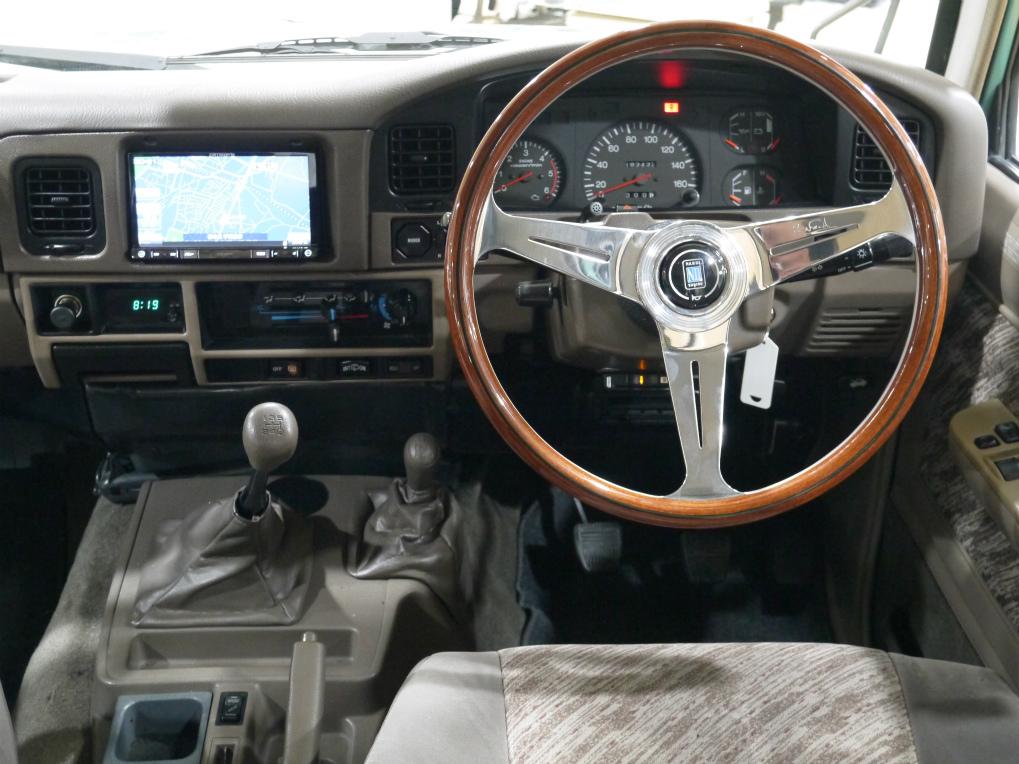 内装にもレトロ感を引き立てるナルディーウッドハンドルを新品にてインストール! | トヨタ ランドクルーザープラド 3.0 SX ディーゼルターボ 4WD