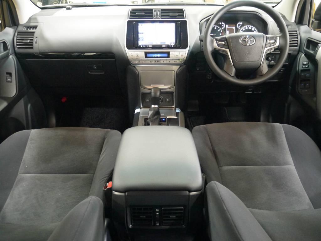 とっても広々としており、ゆったりとしたスペースです! | トヨタ ランドクルーザープラド 2.7 TX 4WD 新車未登録 5人乗