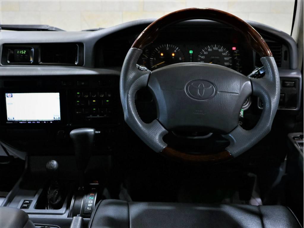 ウッドコンビハンドルに交換済み! | トヨタ ランドクルーザー80 4.2 VX ディーゼルターボ 4WD 最終モデル 純正ブラック