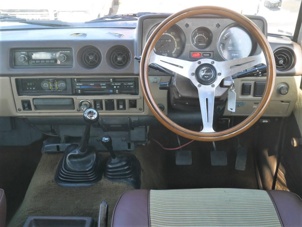 ナルディーウッドハンドルに交換済みですね!   トヨタ ランドクルーザー60 3.4 観音扉 ディーゼル 4WD