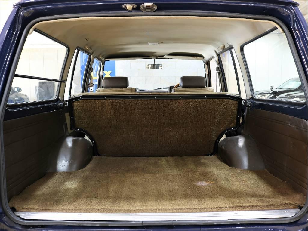 荷室はバン車ですので、とっても広々としておりますよ♪   トヨタ ランドクルーザー60 3.4 観音扉 ディーゼル 4WD