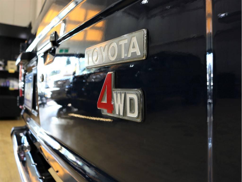 リアエンブレムも色を加えてみました!   トヨタ ランドクルーザー60 3.4 観音扉 ディーゼル 4WD