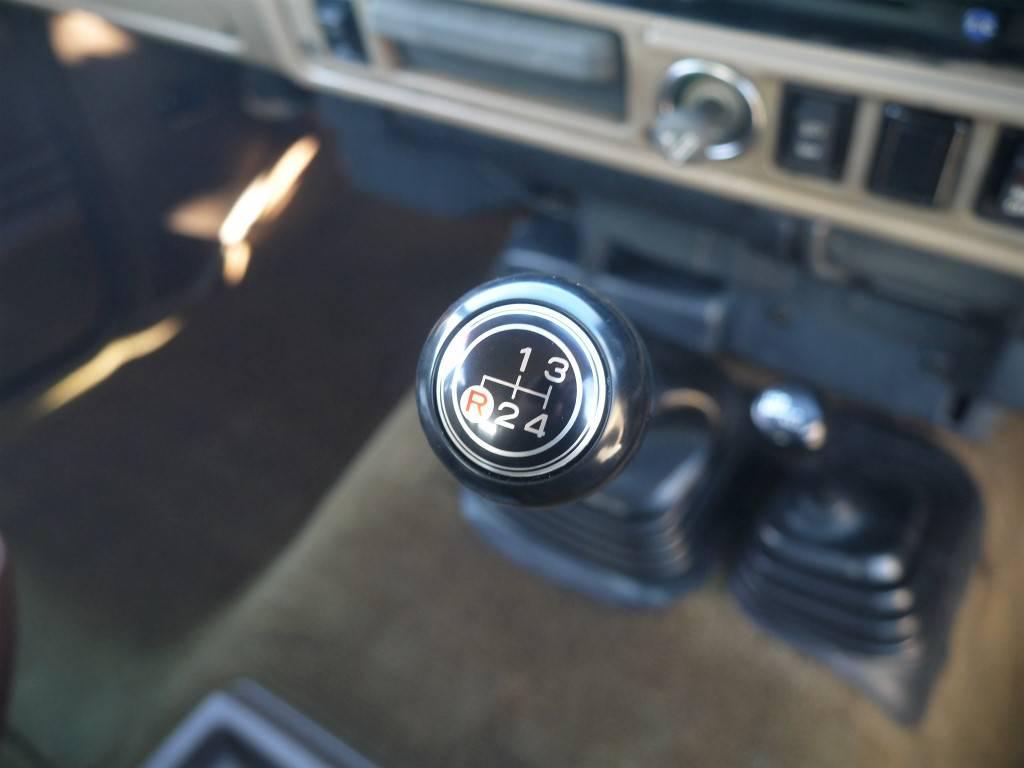 4MT車!ゆっくり走る楽しさがあります!   トヨタ ランドクルーザー60 3.4 観音扉 ディーゼル 4WD