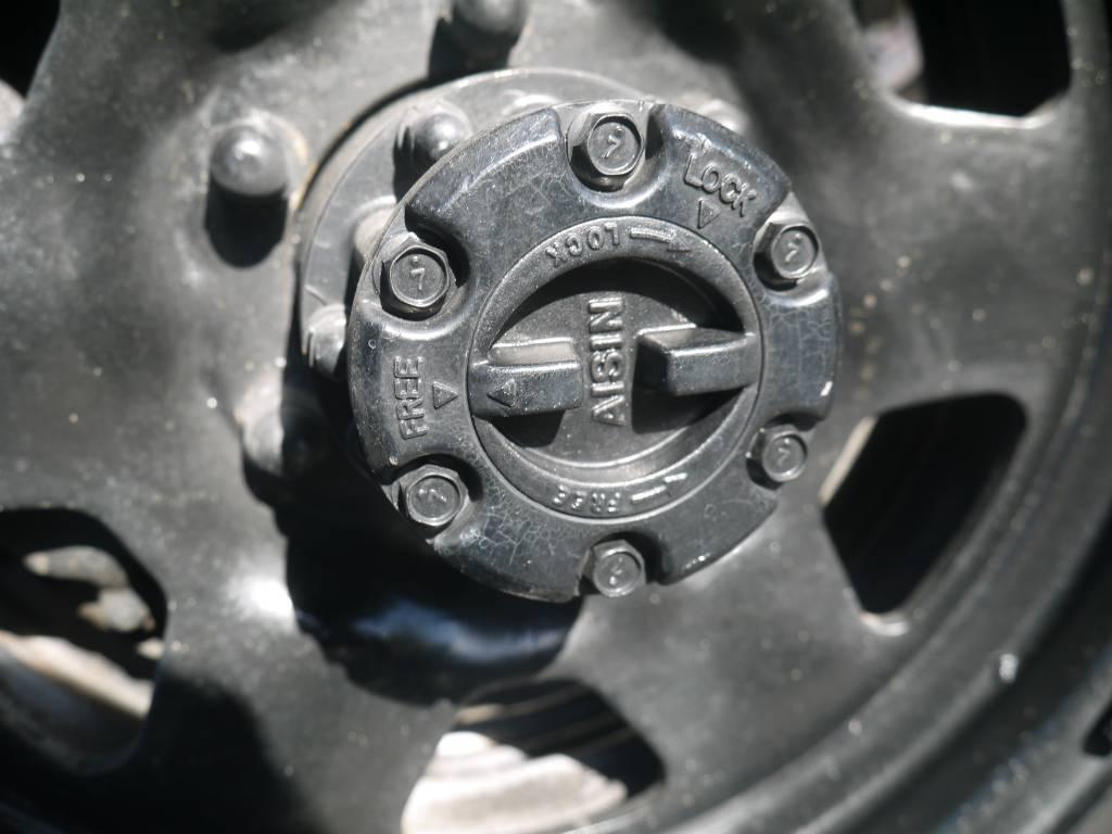 マニュアルハブロック!4駆切り替えの際にはここをお忘れなく!   トヨタ ランドクルーザー60 3.4 観音扉 ディーゼル 4WD