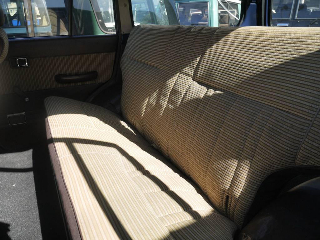 フカフカなシートにぜひ一度座ってみて下さい。   トヨタ ランドクルーザー60 3.4 観音扉 ディーゼル 4WD