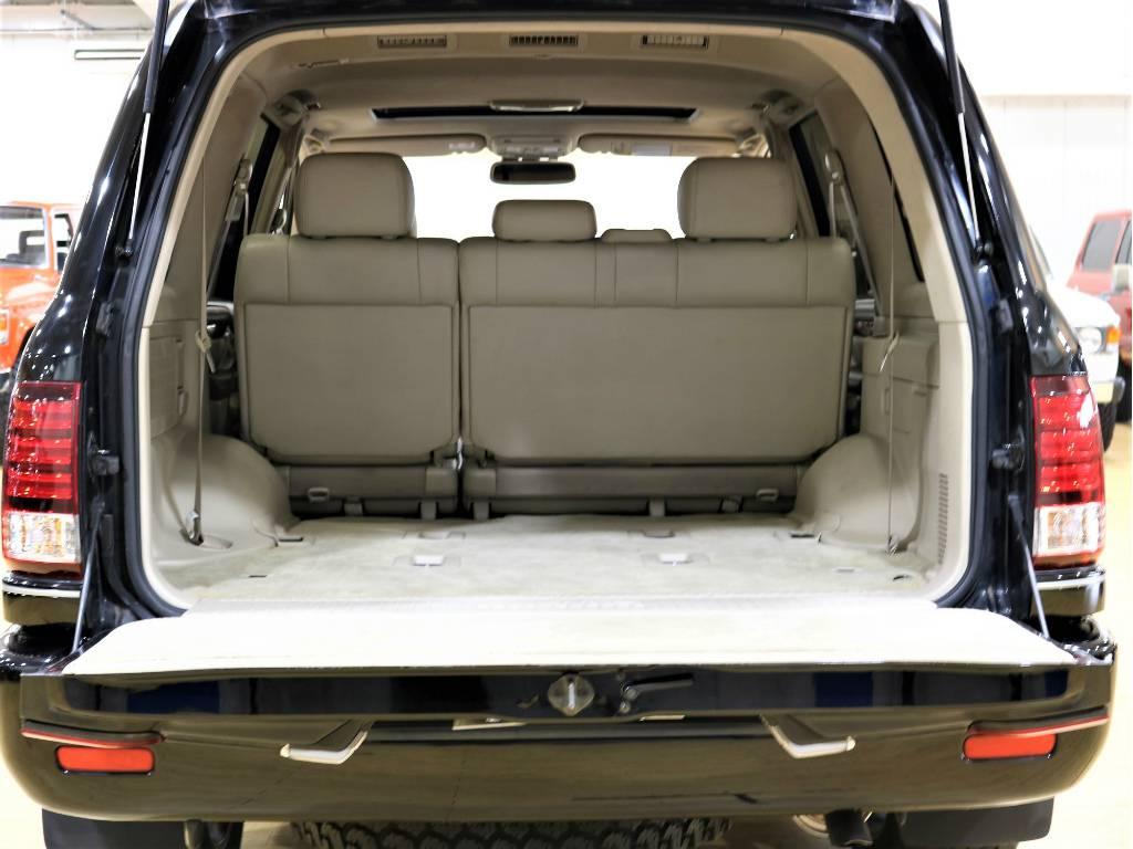 ラゲッジスペースもとっても広々としております!沢山荷物を積み込めますね! | トヨタ ランドクルーザーシグナス 4.7 4WD プッシュスタート セキュリティー