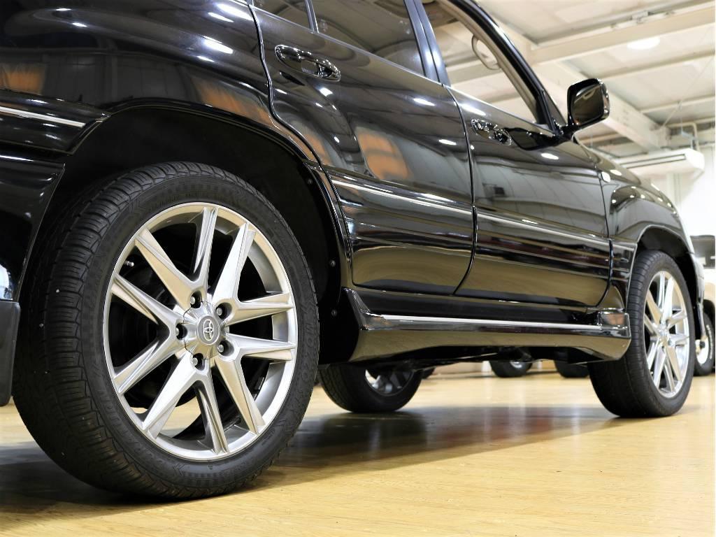 サイドステップがありますので、乗降りも楽々です! | トヨタ ランドクルーザーシグナス 4.7 4WD プッシュスタート セキュリティー