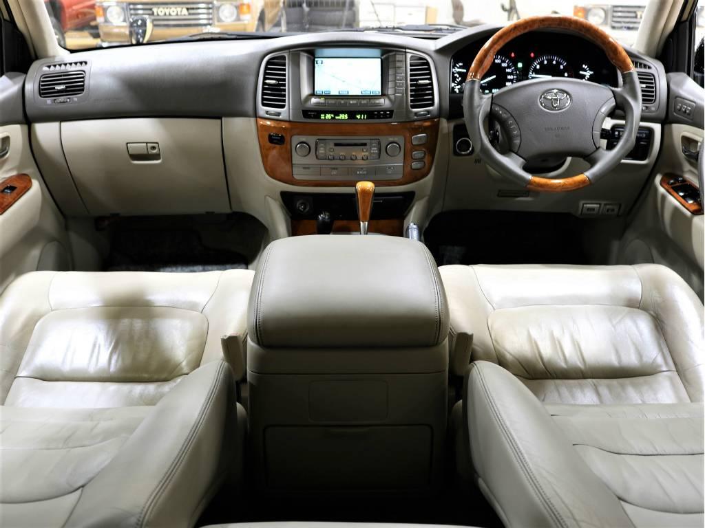 内装はとっても広々としており、ゆったりと出来ます! | トヨタ ランドクルーザーシグナス 4.7 4WD プッシュスタート セキュリティー