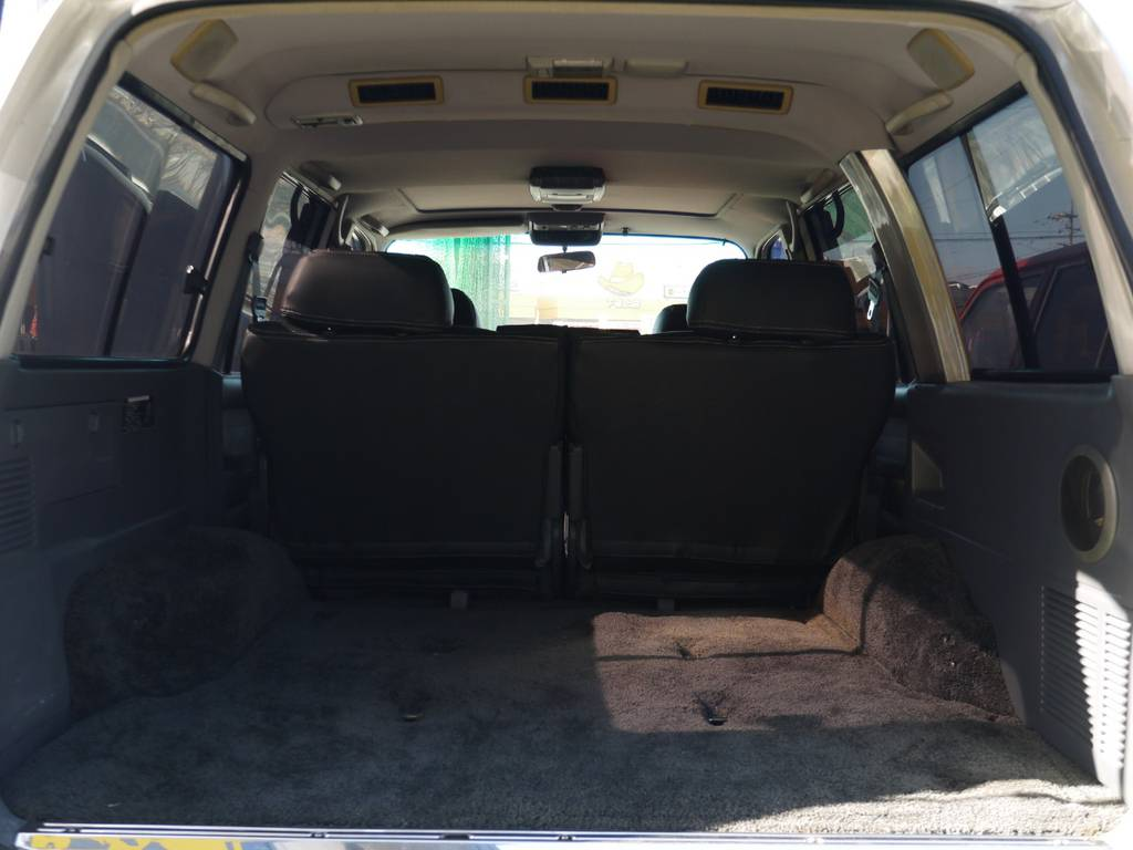 荷室はとても広々としておりたくさんの荷物を積むことが出来ますね♪ | トヨタ ランドクルーザー80 4.5 VXリミテッド 4WD 中期 3インチアップ