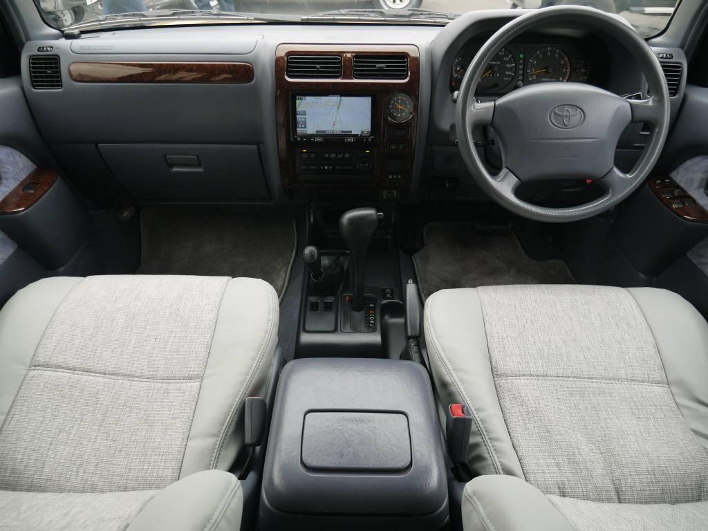 内装はシンプルですが、使い勝手もよく、とっても便利です! | トヨタ ランドクルーザープラド 2.7 TX リミテッド 4WD クラシックスタイル