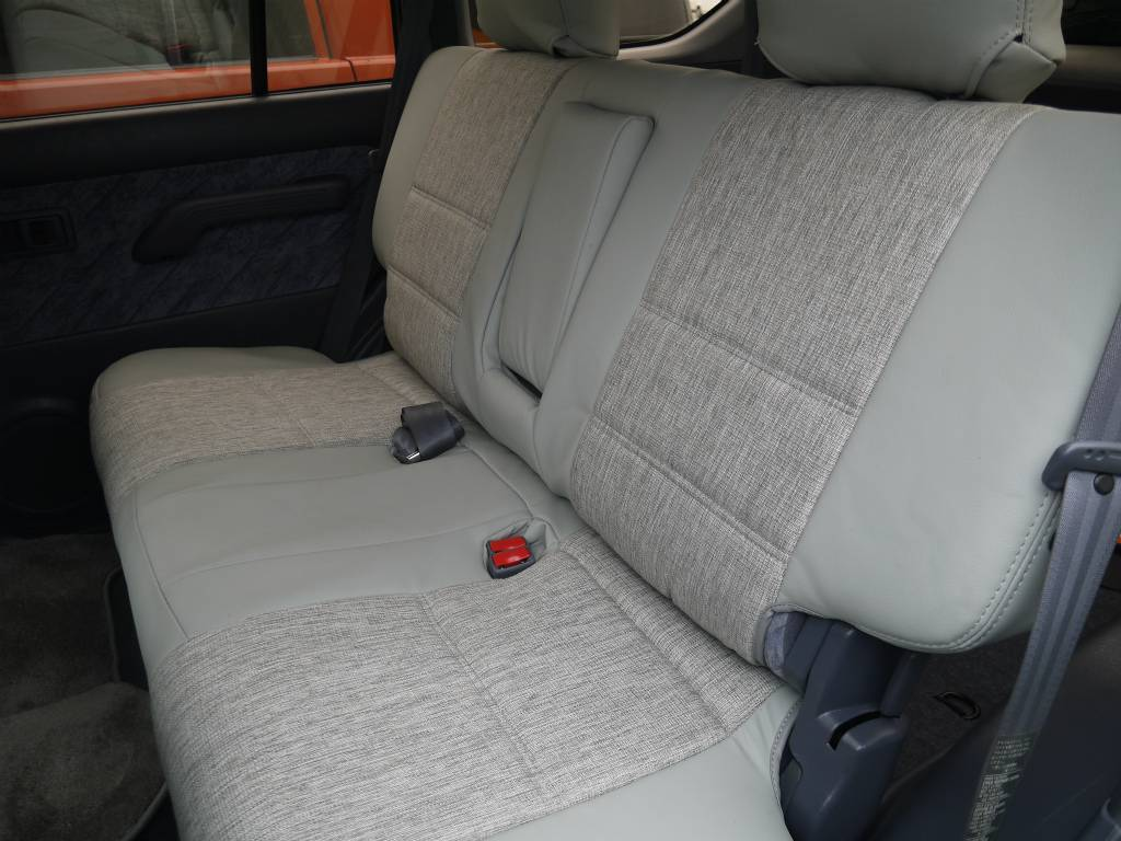 2ndシートは折りたたみも可能です! | トヨタ ランドクルーザープラド 2.7 TX リミテッド 4WD クラシックスタイル