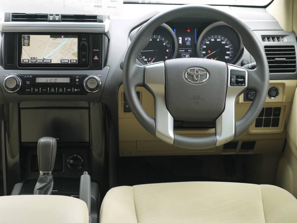 収納やドリンクホルダーも充実しており、使い勝手もとっても良いですよ♪   トヨタ ランドクルーザープラド 2.7 TX 4WD ワンオーナー ベージュ内装