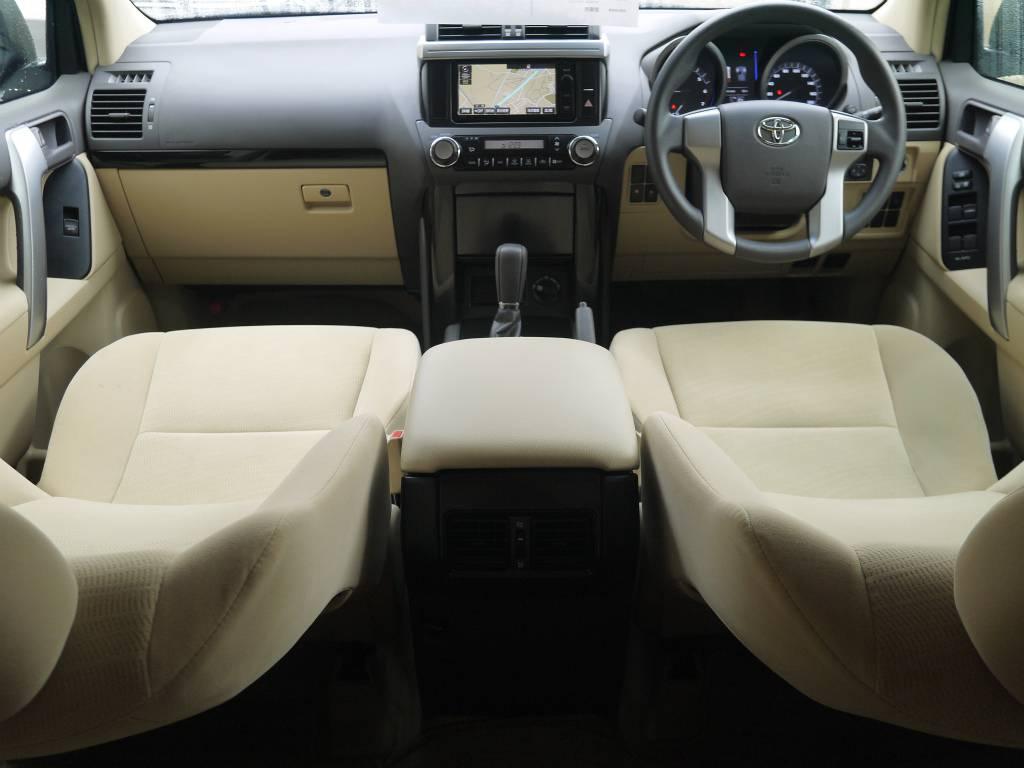純正オプションのベージュ内装ですので、室内もとっても明るいですね!   トヨタ ランドクルーザープラド 2.7 TX 4WD ワンオーナー ベージュ内装