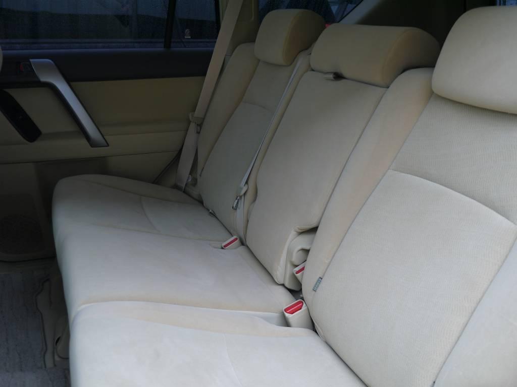 2ndシートは折りたたみも可能です!   トヨタ ランドクルーザープラド 2.7 TX 4WD ワンオーナー ベージュ内装