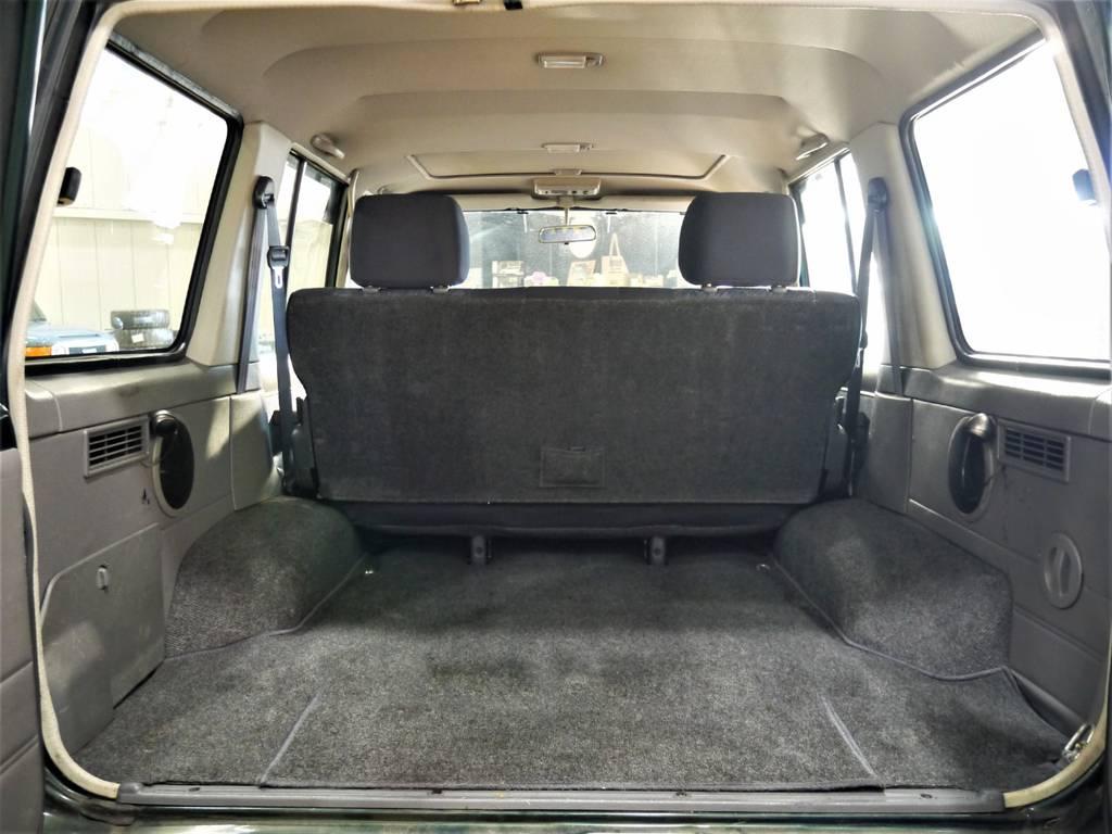 荷室は十分な広さもありたくさんの荷物を積むことが出来ますね! | トヨタ ランドクルーザー70 4.2 ZX ディーゼル 4WD