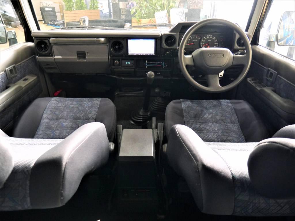 シンプルな内装は操作も簡単ですよ♪ | トヨタ ランドクルーザー70 4.2 ZX ディーゼル 4WD