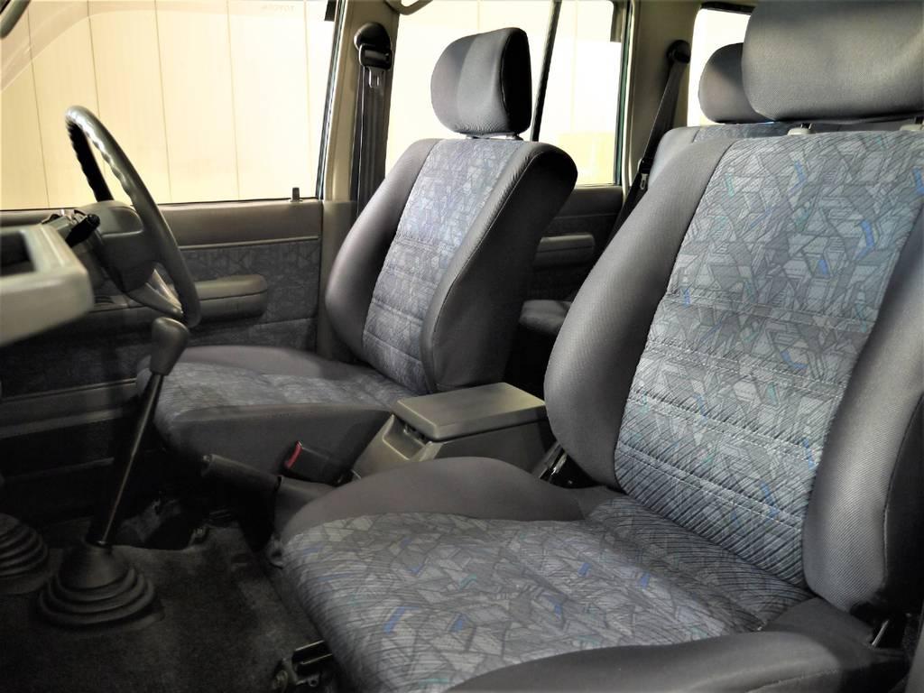 シートはへたりも無く年式から考えるとキレイな状態を保てております! | トヨタ ランドクルーザー70 4.2 ZX ディーゼル 4WD