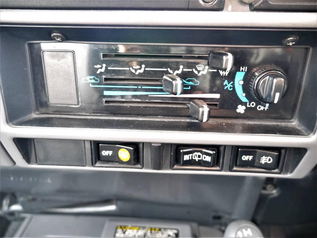 各種スイッチ類 | トヨタ ランドクルーザー70 4.2 ZX ディーゼル 4WD