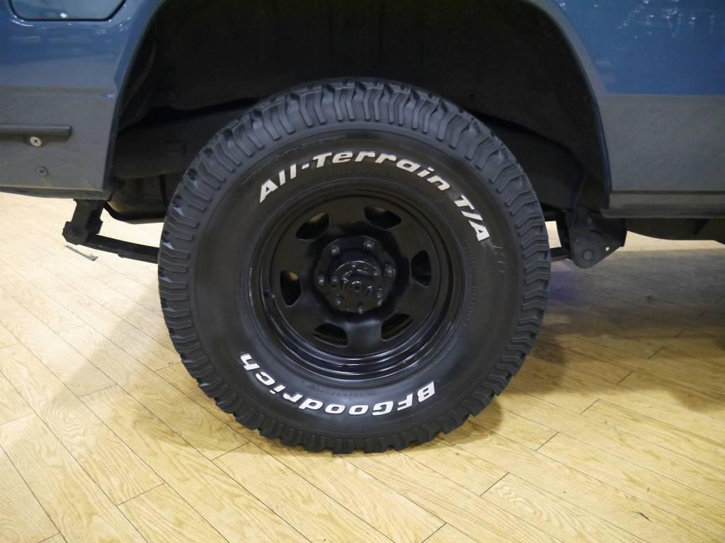 純正鉄チンホイール&オールテレーンタイヤ! | トヨタ ランドクルーザー70 4.2 ZX ディーゼル 4WD
