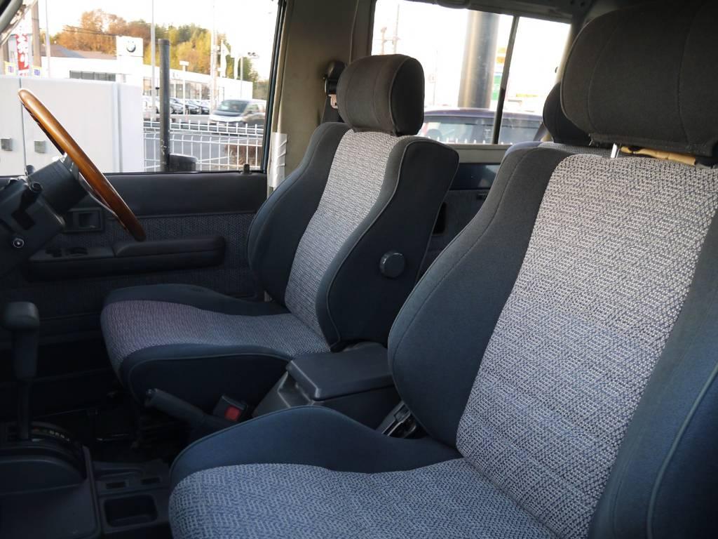シートはヘタレや目立って汚れも無くきっれいな状態を保てております! | トヨタ ランドクルーザー70 4.2 ZX ディーゼル 4WD