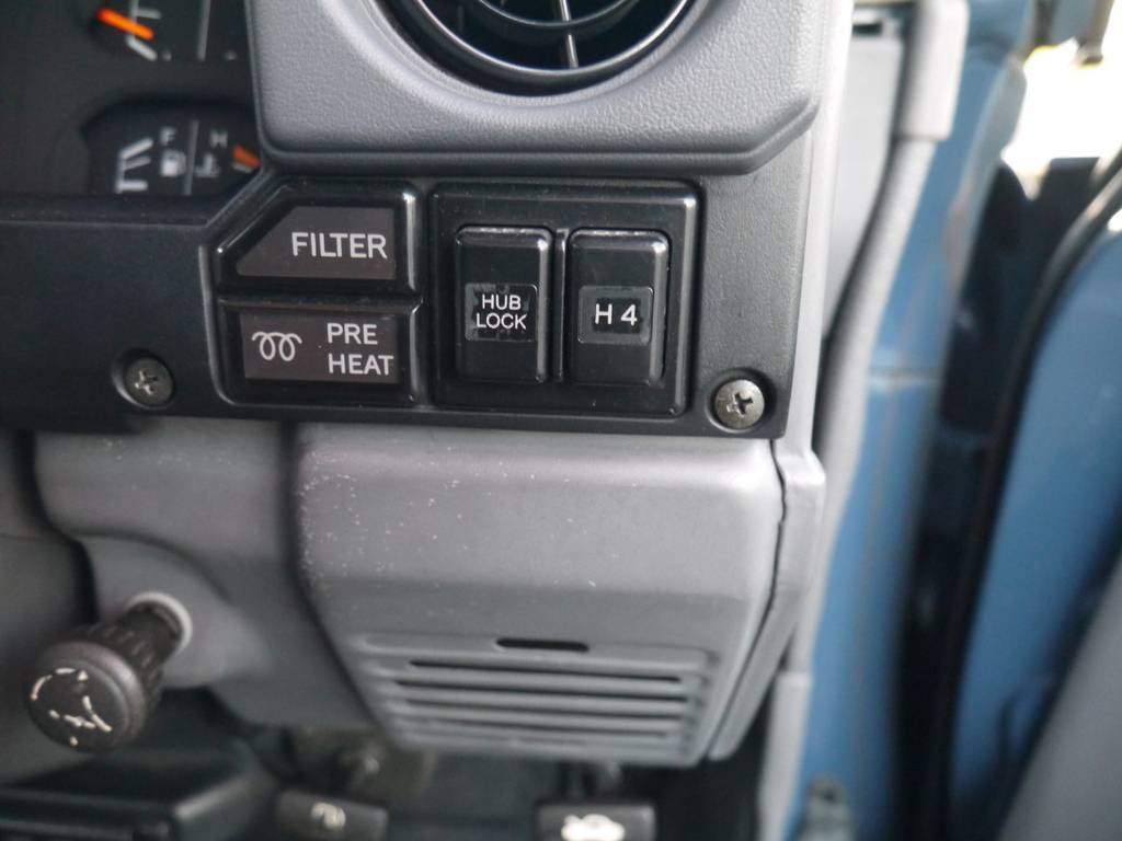 四駆への切り替えも簡単に行えますよ♪ | トヨタ ランドクルーザー70 4.2 ZX ディーゼル 4WD