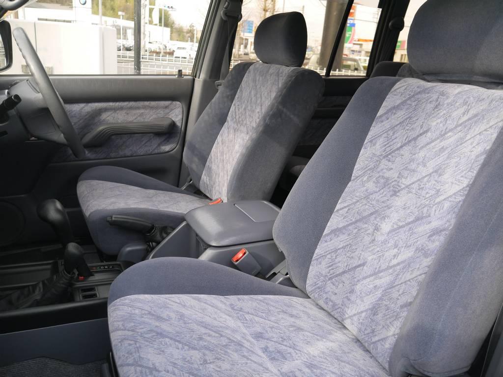 シートは目立った汚れもなくキレイに保たれております! | トヨタ ランドクルーザープラド 2.7 TX リミテッド 4WD