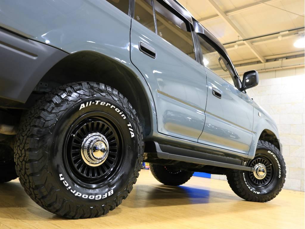 ボディとホイールがマッチしてカッコいいですね♪   トヨタ ランドクルーザープラド 2.7 TX リミテッド 4WD