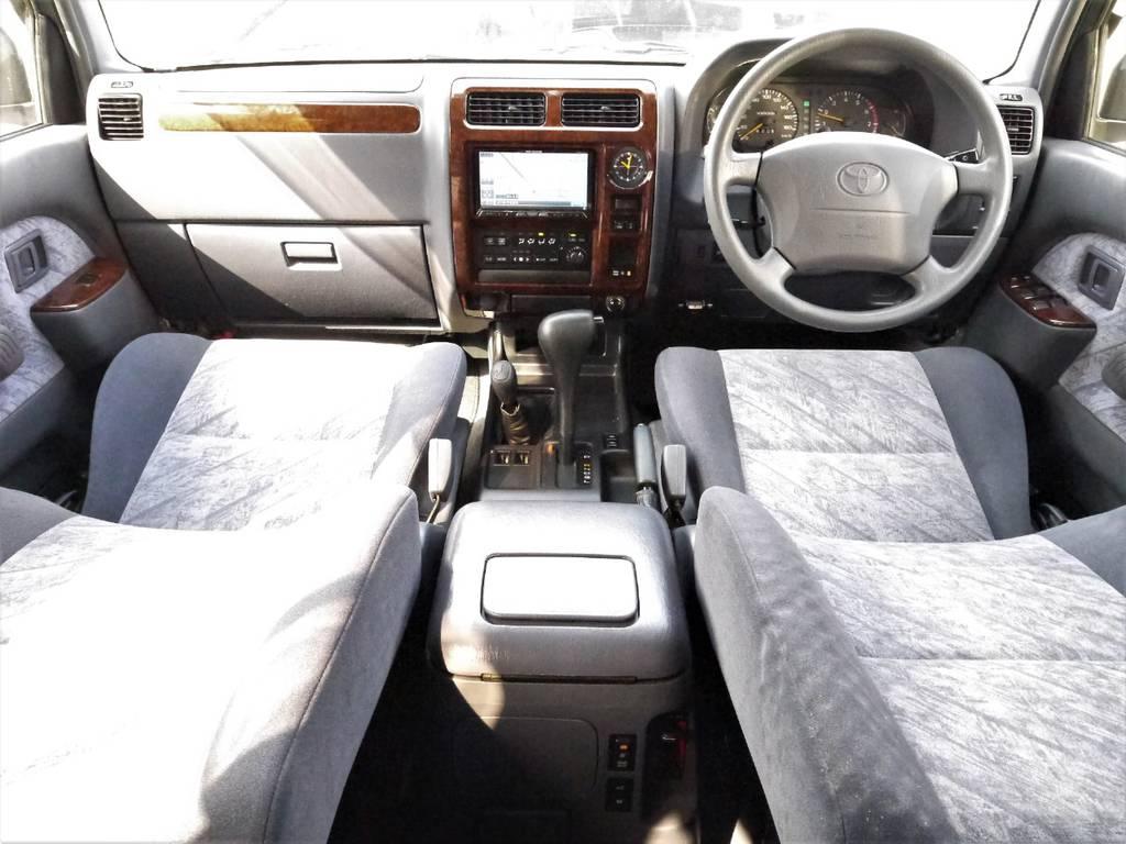 内装はシンプルでとても使いやすいですよ♪   トヨタ ランドクルーザープラド 2.7 TX リミテッド 4WD