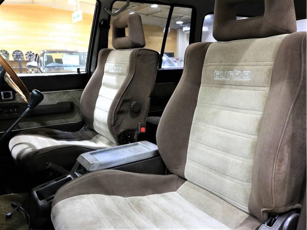 シートは目立ってヘタりも無くキレイに保たれております!   トヨタ ランドクルーザー60 4.0 VX ハイルーフ ディーゼルターボ 4WD