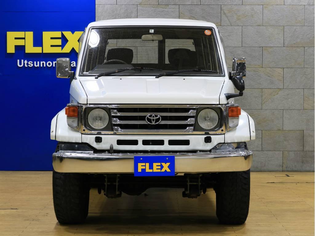 フロントビュー | トヨタ ランドクルーザー70 4.2 ZX ディーゼル 4WD