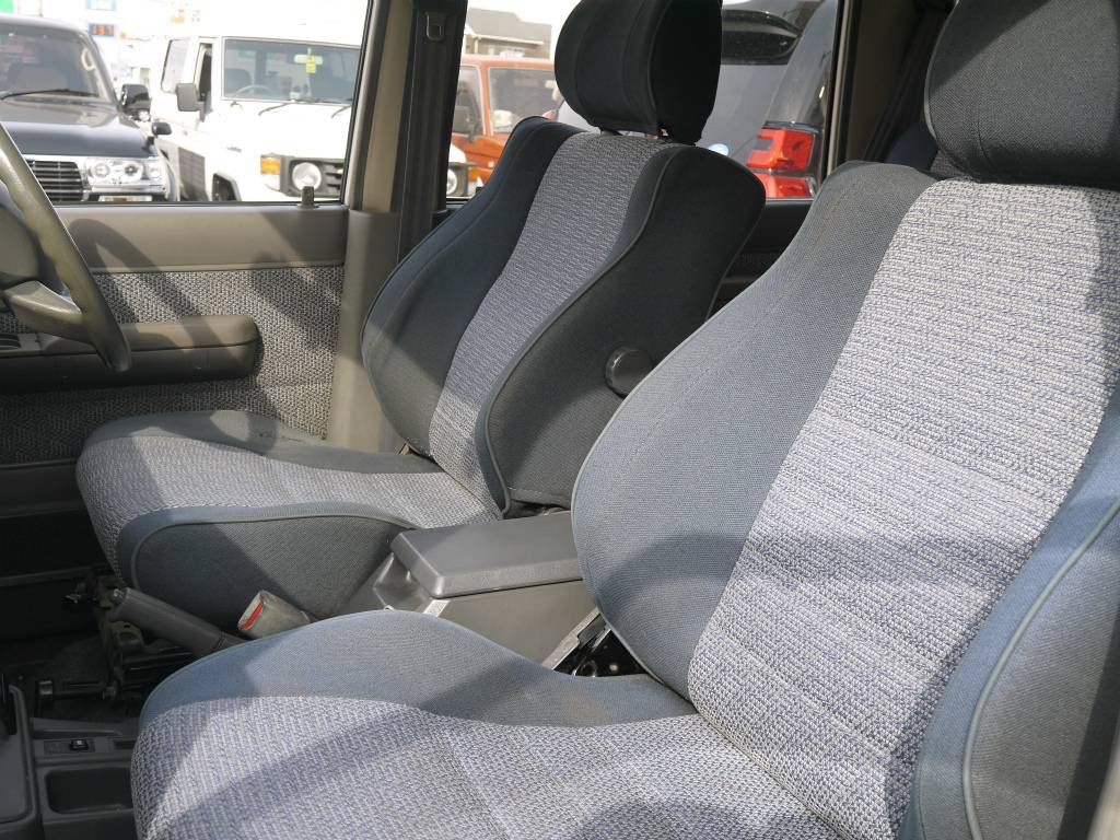 内装は目立った汚れも無くキレイに保たれております! | トヨタ ランドクルーザー70 4.2 ZX ディーゼル 4WD