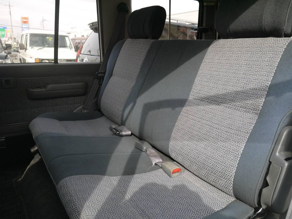2ndシートは跳ね上げが可能です! | トヨタ ランドクルーザー70 4.2 ZX ディーゼル 4WD