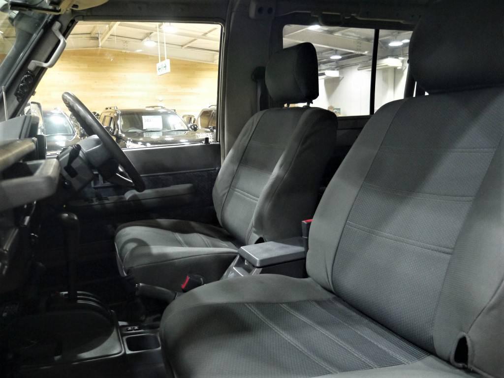 シートカバー装備済み!キレイに保たれております♪ | トヨタ ランドクルーザー70 4.2 ZX FRPトップ ディーゼル 4WD