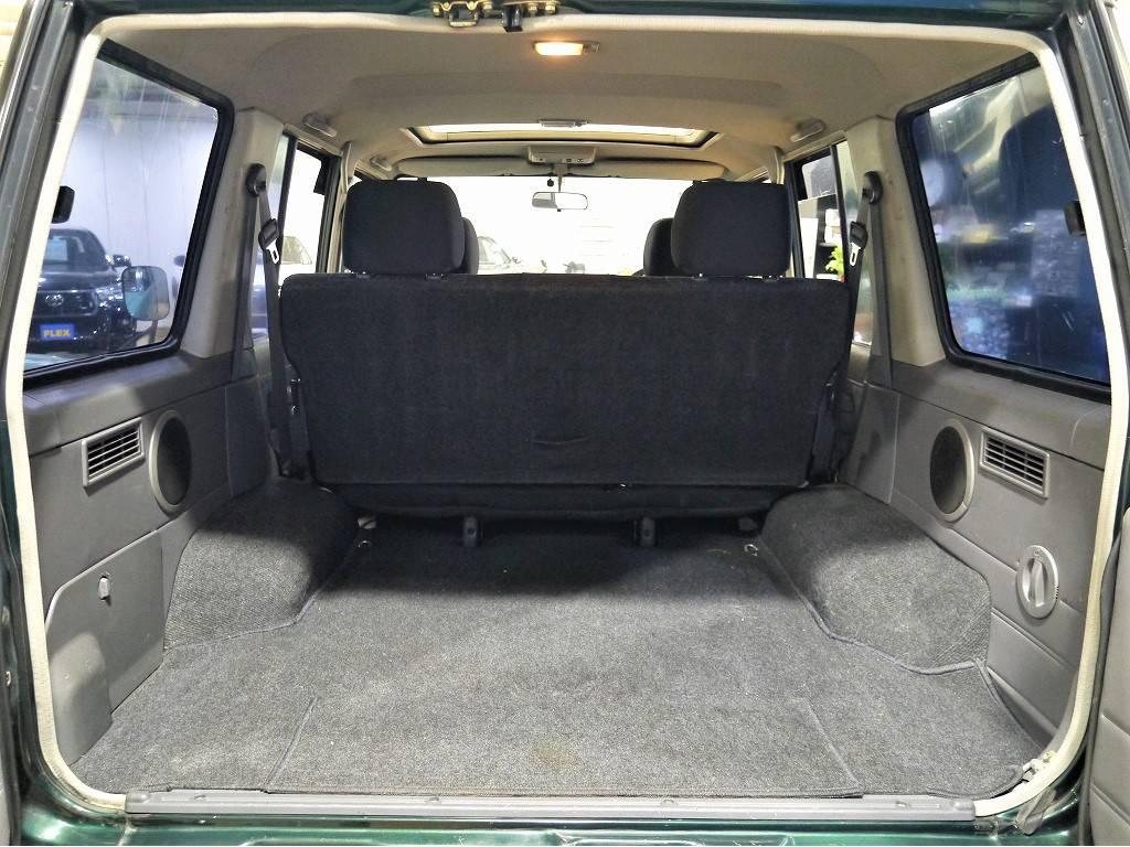 荷室は大変広々としておりますので、たくさん荷物を積むこともできます!キャンプやアウトドアにお出かけしたくなりますね!   トヨタ ランドクルーザー70 4.2 ZX ディーゼル 4WD