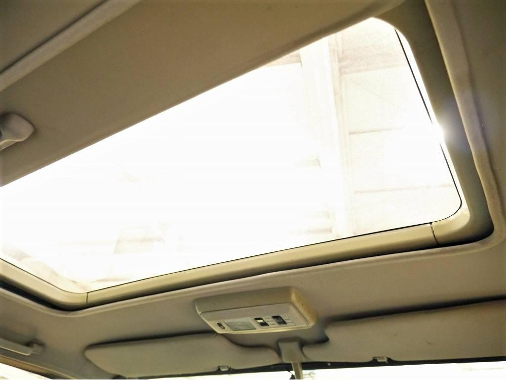 純正オプションサンルーフ付きです!   トヨタ ランドクルーザー70 4.2 ZX ディーゼル 4WD