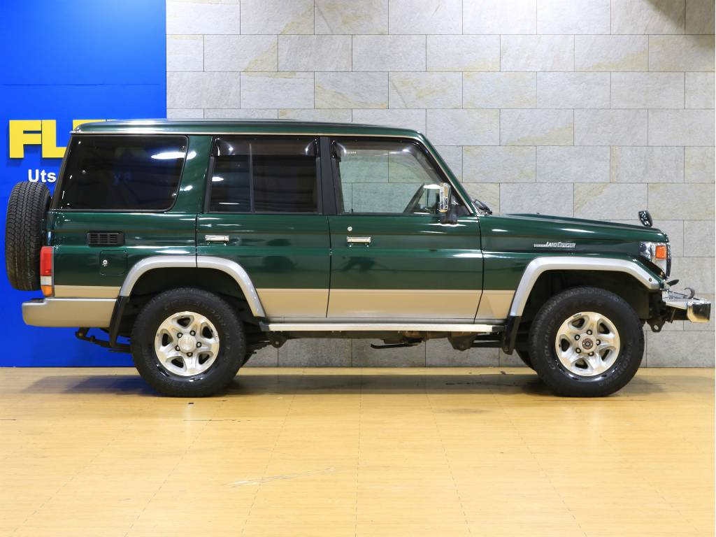 ノーマル車高ですが、リフトアップなどの使いカスタムもお気軽にご相談下さい。   トヨタ ランドクルーザー70 4.2 ZX ディーゼル 4WD