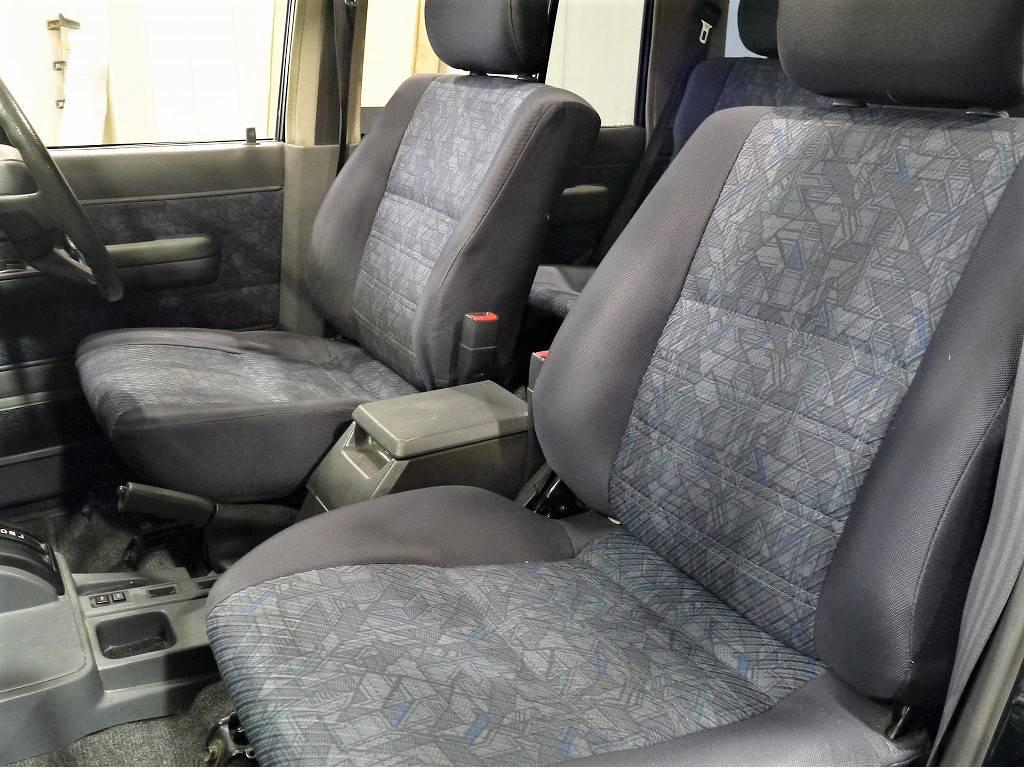 フロントシート!   トヨタ ランドクルーザー70 4.2 ZX ディーゼル 4WD