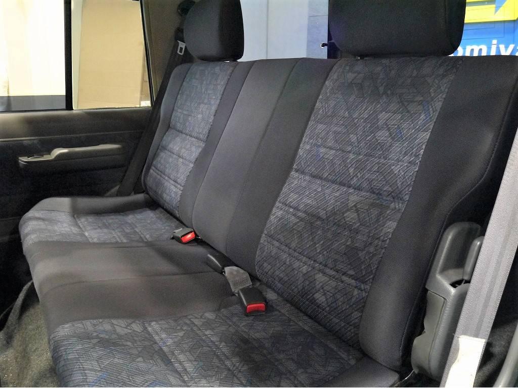 2ndシート!折り畳みも可能ですよ♪   トヨタ ランドクルーザー70 4.2 ZX ディーゼル 4WD