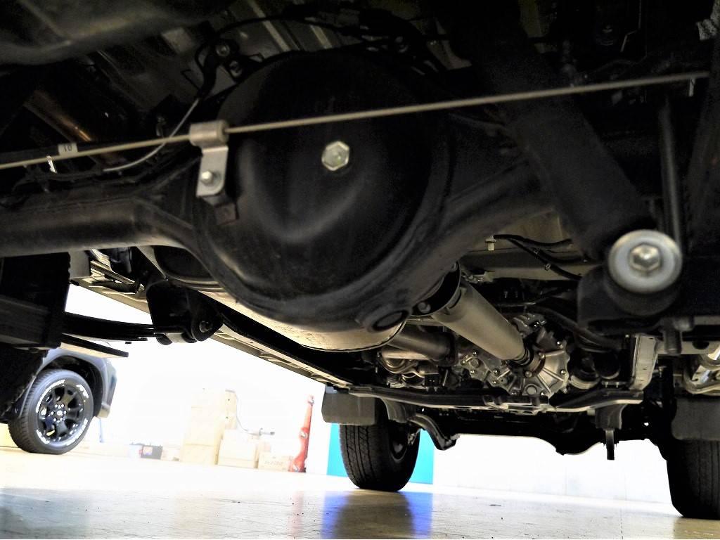 下回りは高圧洗浄後、防錆施工をさせて頂きご納車となります。 | トヨタ ランドクルーザー70
