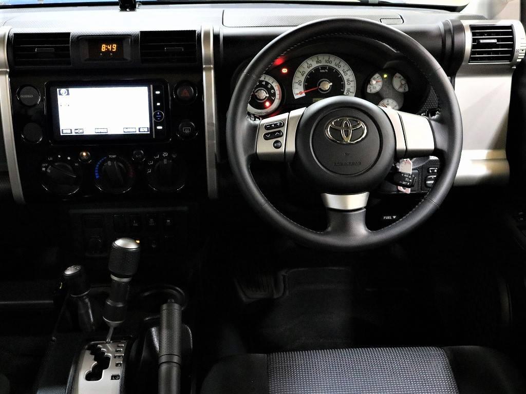 ハンドルは純正のままですよ♪ | トヨタ FJクルーザー 4.0 ブラックカラーパッケージ 4WD